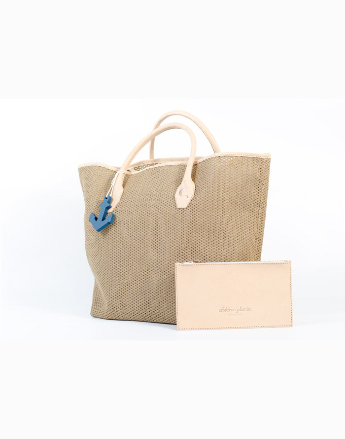Bolso shopping, de tela de algodón de rejilla de color tostado con asas de piel de vacuno de color beige.