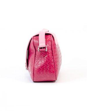 Bolso con asa de bandolera de piel de calidad color rosa.