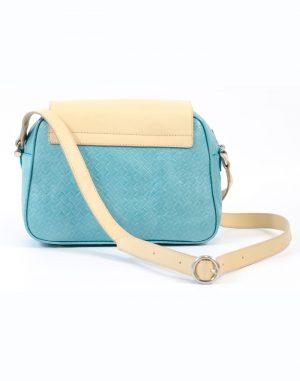 Bolso con asa de bandolera de piel de calidad color turquesa y beige.
