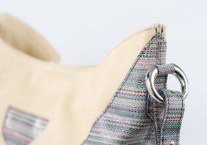 Bolso hobo, de colgar, de piel de alta calidad de vacuno de color beige y multicolor.