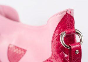 Bolso hobo, de colgar, de piel de alta calidad de vacuno de color rosa.